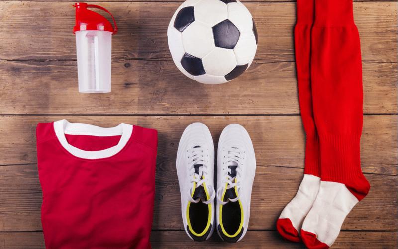 定番のサッカーポロシャツブランド3選