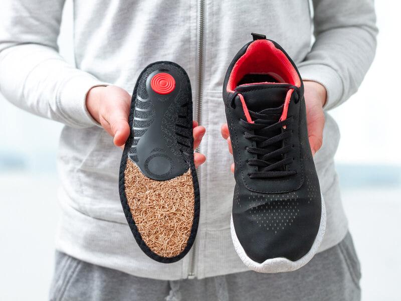 野球用インソールってなぜ靴に入っているの?