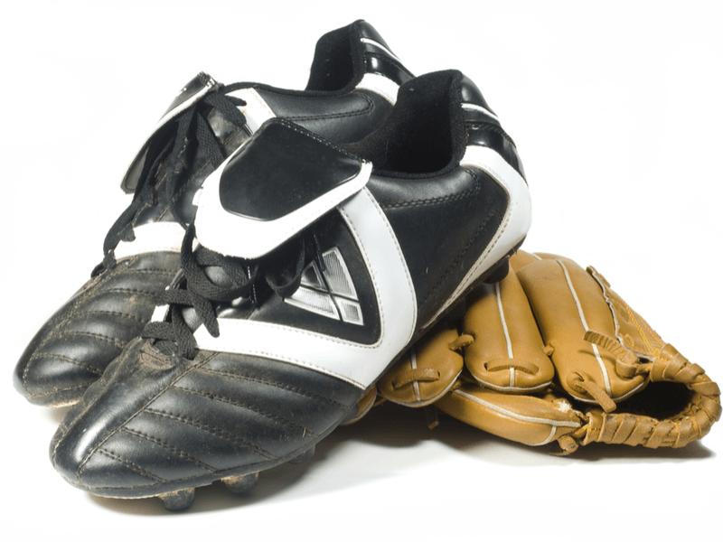 野球スパイクは普通のシューズと何が違うの?3つの特徴とは