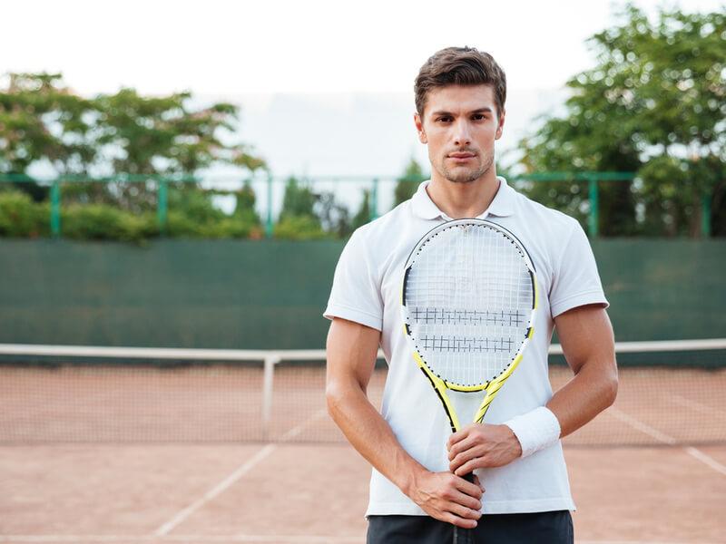 メンズ用テニスウェアを選ぶポイントとは?