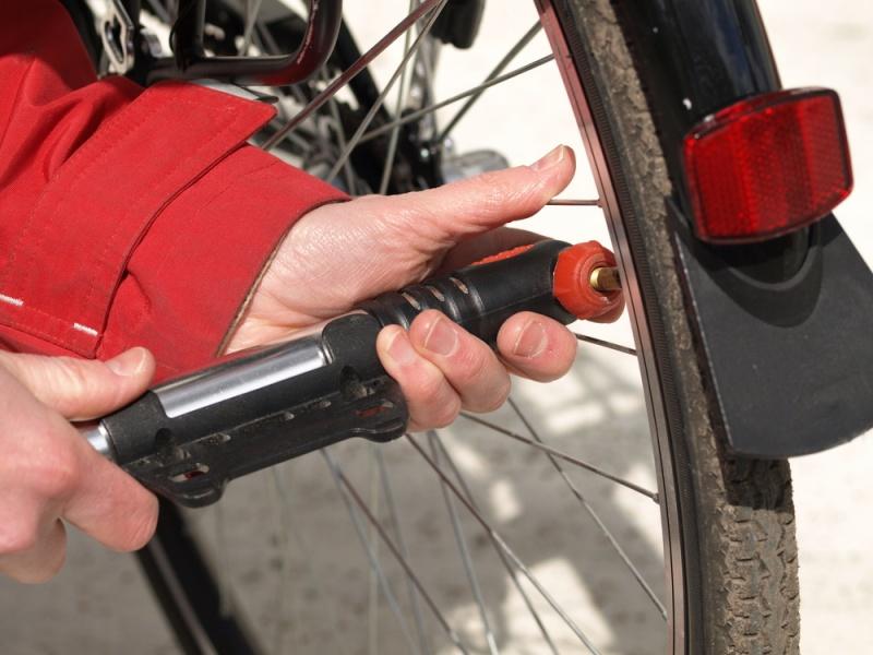 自転車の携帯用空気入れの2種類を比較チェック