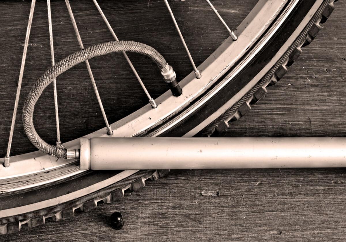 自転車用携帯空気入れおすすめランキングTOP20!CO2ゲージ付などの種類を徹底比較