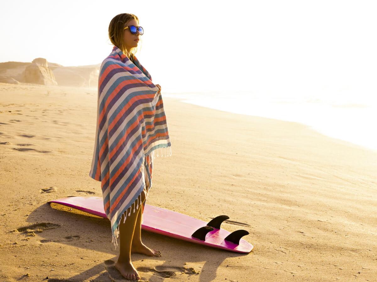 サーフィンポンチョおすすめ10選!メンズ・レディース・キッズの人気モデルをピックアップ