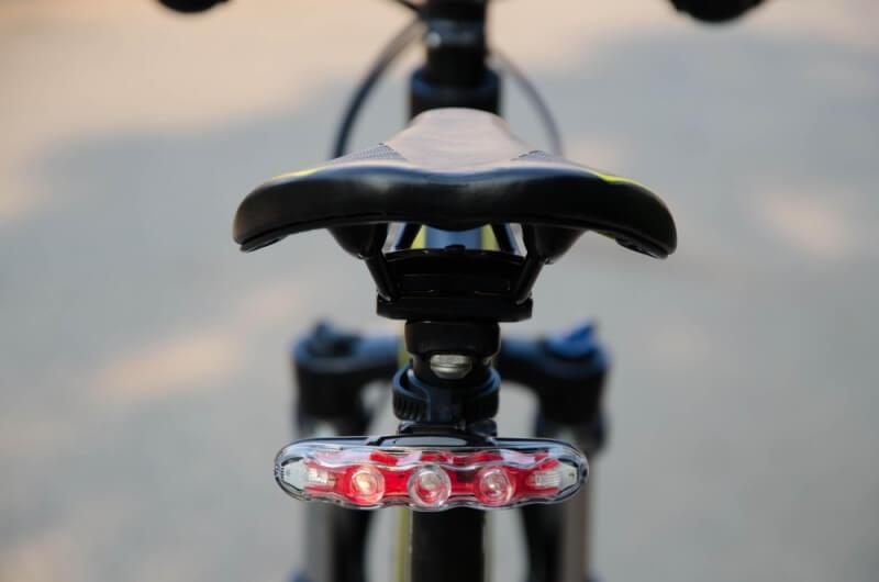 リアライトをつけてより安全に,自転車 ライト