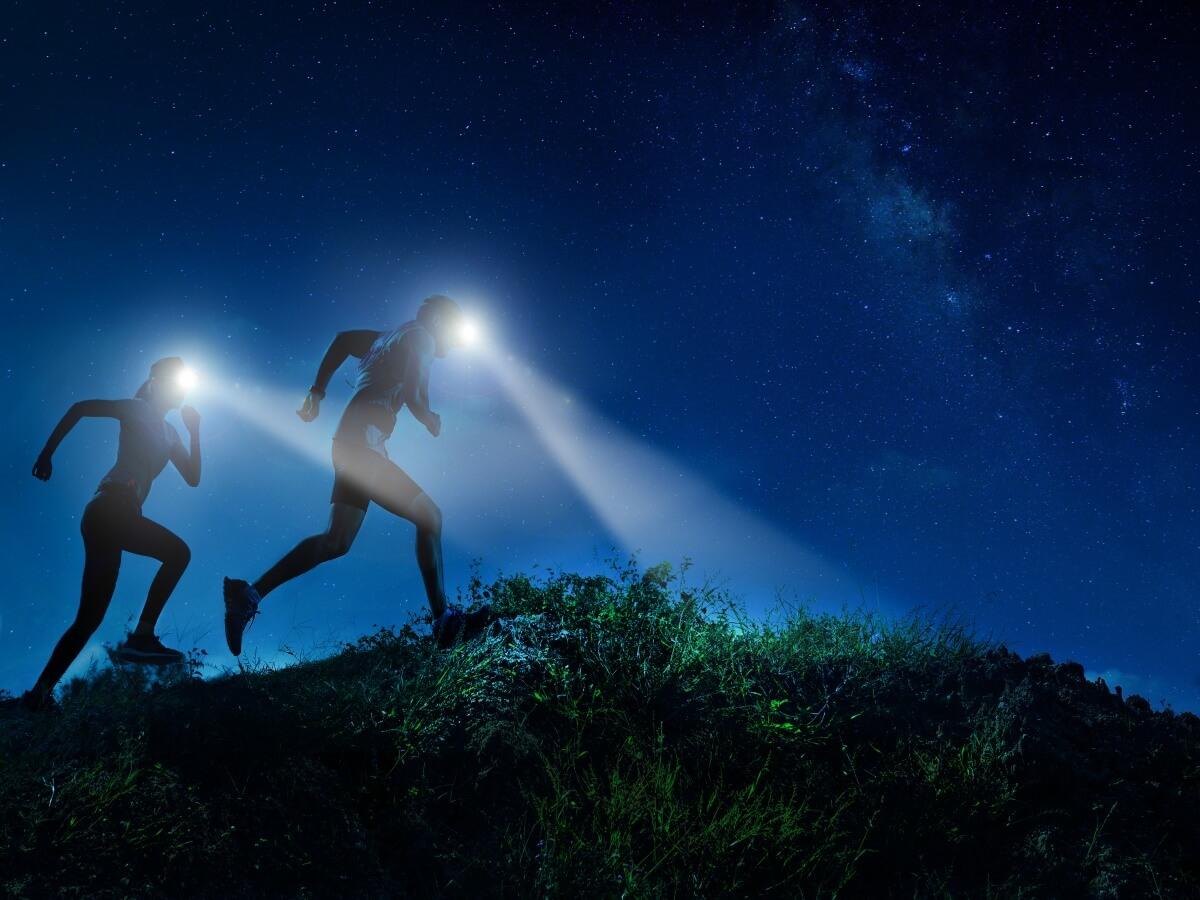 夜間ランニングライトおすすめ16選!種類ごとの違いや特徴まで詳しくチェック