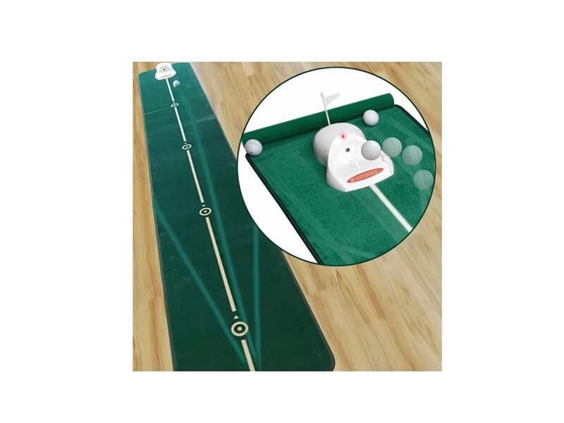 赤く光る電動ゴルフカップ付きのロングパットマット