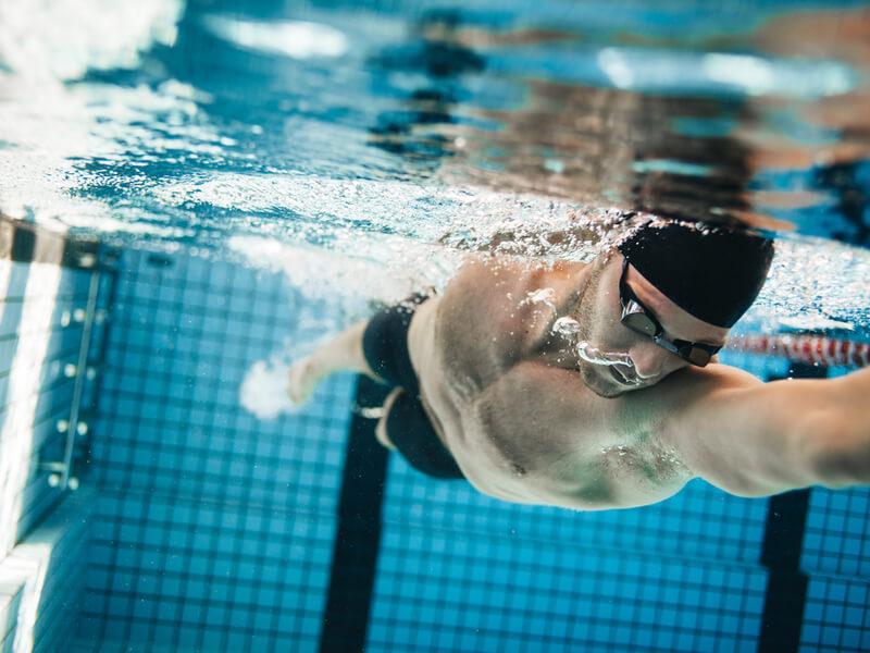 水泳に必要な水着の種類と違い,競泳水着 メンズ