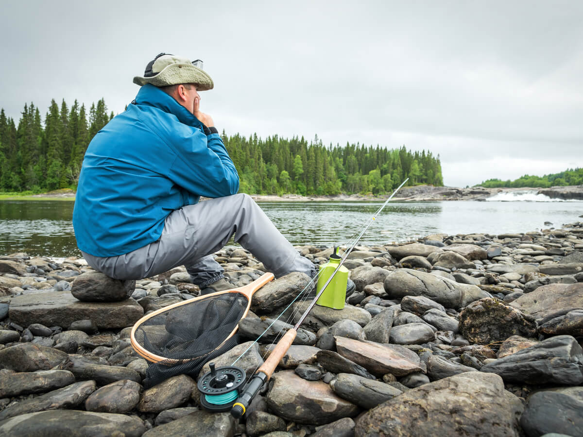 シマノのレインウェアおすすめ10選!釣り人の動きに邪魔にならない注目のレインスーツとは