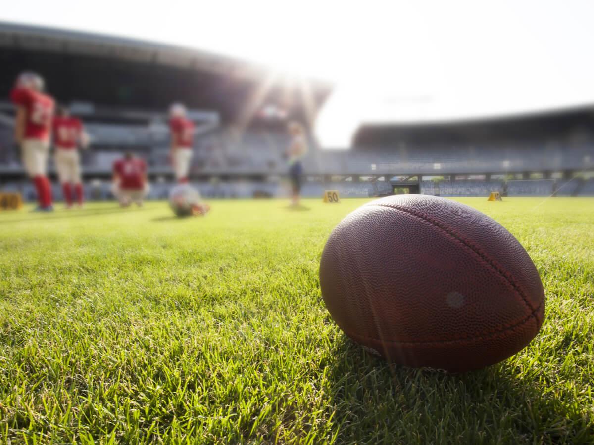 アメフトボールおすすめ5選!選び方で重要なのはサイズ感と重さの確認すること