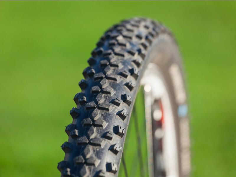 マウンテンバイクのタイヤの選び方