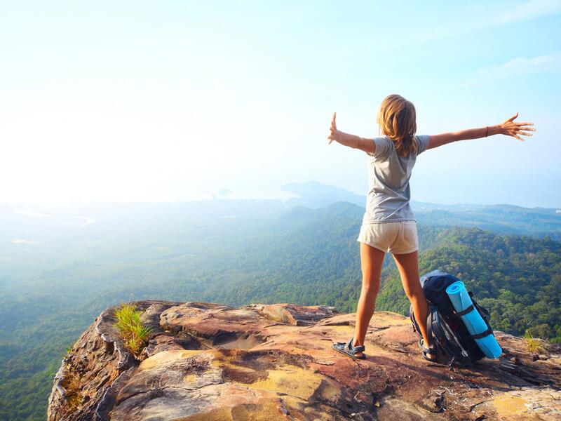 登る山や季節に合わせた水筒の選び方