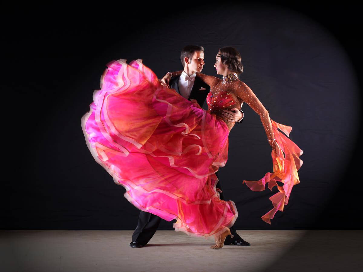 社交ダンスドレスおすすめ14選!選び方のポイントと気になる長さの違いについて