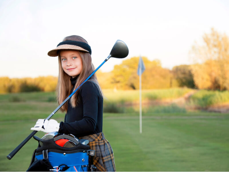 ゴルフクラブを持っている女の子
