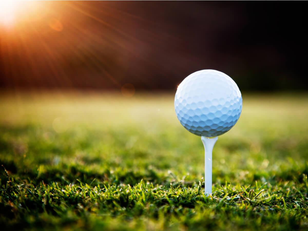 ゴルフティーとゴルフボール